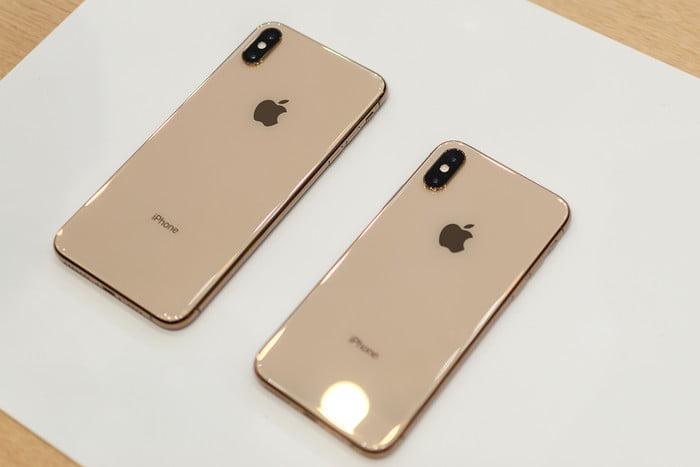 pelaku usaha e-commerce mendukung rencana regulasi impor - apple iphone xs xs max hands on 11 1 700x467 c - Pelaku Usaha E-commerce Mendukung Rencana Regulasi Impor