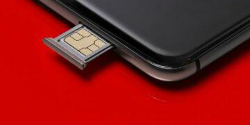 keuntungan menggunakan ovo - close up of a smart phone and sim card on red background t20 QKZ1Kb 360x180 - Keuntungan Menggunakan OVO