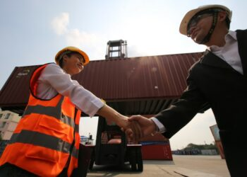 8 Manfaat Bisnis Ekspor bagi Negara Eksportir - logistic workers of transportation company working in cargo container unloading site industry area t20 XvLd9z 350x250 - 8 Manfaat Bisnis Ekspor bagi Negara Eksportir