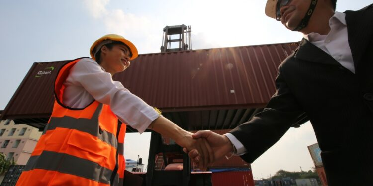 8 Langkah Awal Memulai Bisnis Ekspor - logistic workers of transportation company working in cargo container unloading site industry area t20 XvLd9z 750x375 - 8 Langkah Awal Memulai Bisnis Ekspor