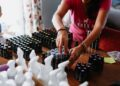 Kenali Beberapa Risiko Memasuki Pasar Internasional - small home based women s business sorting their essential oils products for customer delivery t20 Gg8vRE 120x86 - Kenali Beberapa Risiko Memasuki Pasar Internasional