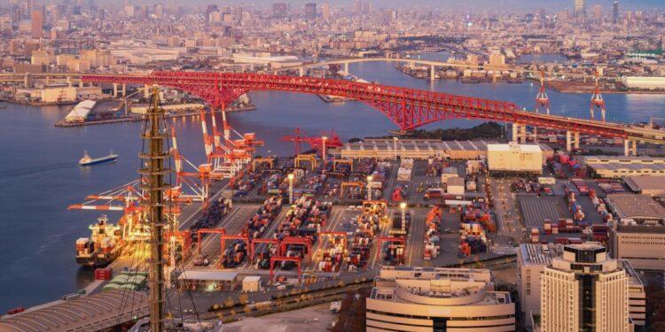 ekspor jepang - aerial view of container cargo ship in the export and import business and logistics international t20 nRdaK6 750x375 - Strategi Menembus Pasar Ekspor Jepang