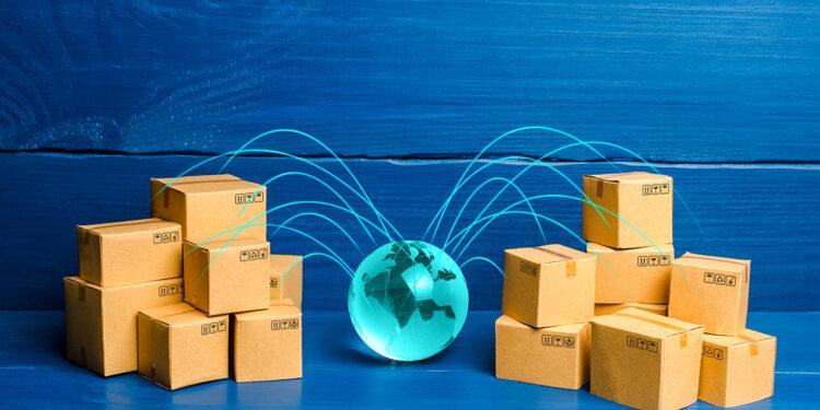 marketing ekspor online peluang dan tantangan perusahaan ekspor impor era revolusi industri 4.0 - boxes connected with the planet concept of deliver GPS6MA6 750x375 - Peluang dan Tantangan Perusahaan Ekspor Impor era Revolusi Industri 4.0