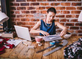 cara memulai jualan online - business fashion office woman laptop desk papers professional ruler designer t20 QQABrA 350x250 - Cara Memulai Jualan Online
