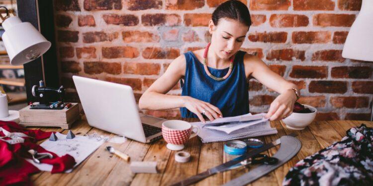 cara memulai bisnis ekspor yang menguntungkan - business fashion office woman laptop desk papers professional ruler designer t20 QQABrA 750x375 - Cara Memulai Bisnis Ekspor yang Menguntungkan