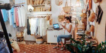 Tips Memulai Bisnis Ekspor Kecil-kecilan - business shopping shopping shop small business stock entrepreneur local business mom and pop t20 4l9g4a 360x180 - Tips Memulai Bisnis Ekspor Kecil-kecilan
