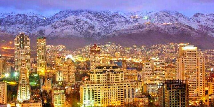 iran, teheran ekspor ke iran - night in teheran iran t20 Jl816P 750x375 - Peluang Menembus Pasar Ekspor di Iran