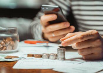 pinjaman online cara memulai jualan online - nominated male man calculating stacking coin saving money for home financial accounting retirement t20 8OeJ1a 350x250 - Cara Memulai Jualan Online