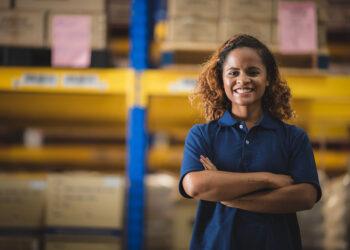 bersaing ekspor tips dan trik bersaing di dunia ekspor - portrait of african american worker in warehouse i QX8GZB6 350x250 - Tips dan Trik Bersaing di Dunia Ekspor