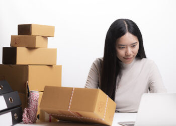 Woman with success the exporting business or online sales in concept of sme,e - commerce business tips dan trik bersaing di dunia ekspor - woman with success the exporting business or onlin ERN95RQ 350x250 - Tips dan Trik Bersaing di Dunia Ekspor